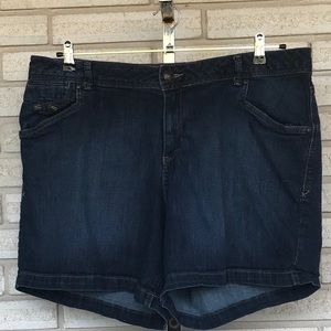 Lane Bryant Denim Jeans ZIP Ip Shorts Size 20